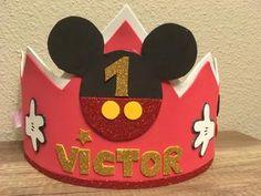 Se hacen coronas de goma eva del personaje que mas t guste.Mickey, patrulla canina,blaze... Cierre con velcro. Entrega 1-2 dias. Se puede hacer tambien la medallita a conjunto, precio 2€ HAGO ENVIOS