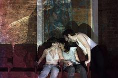 """Cariocas vão poder assistir, de graça, a espetáculo teatral sobre homossexualidade misturando relatos reais com ficção O documentário poético """"Domínio do escuro"""", idealizado e dirigido por J…"""