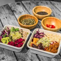 Väriä ruokavalioon! Herkullisista salaattibowleista energiaa päivään www.yesvegan.fi Container, Food, Essen, Meals, Yemek, Eten