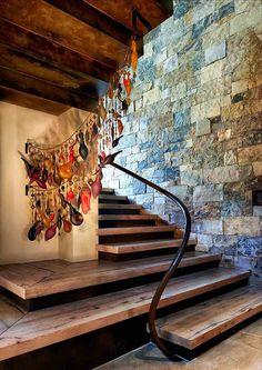 escaliers en bois droits, avec une main-courante en bois