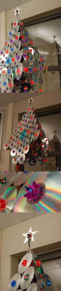 Arvore de natal de cds reciclados