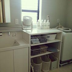 女性で、3LDKのシンプル/洗濯機/脱衣所/造作棚/洗面所/水色の壁紙…などについてのインテリア実例を紹介。(この写真は 2016-09-26 20:59:43 に共有されました)