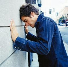 "Jacob Benjamin ""Jake"" Gyllenhaal is an American actor. The son of director Stephen Gyllenhaal and screenwriter Naomi Foner, Gyllenhaal began acting at the age of ten. Jake Gyllenhaal, Gorgeous Body, Beautiful Men, Donnie Darko, John Krasinski, Men Photography, Josh Duhamel, American Actors, Men Styles"