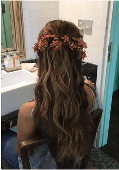 Hair styles Orange Things orange new black Wedding Bun, Beach Wedding Hair, Wedding Hair Flowers, Quick Hairstyles, Bride Hairstyles, French Twist Hair, Ted, Brunette Hair, Balayage Hair