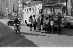 Anos 1980, ônibus da linha Jardim Santa Bárbara via Centro Politécnico. Praça Rui Barbosa.
