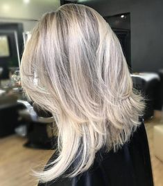 Medium Layered Blonde Hairstyle - icy blonde layers for fine hair Haircuts For Fine Hair, Layered Haircuts, Cool Haircuts, Cool Hairstyles, 2018 Haircuts, Hairstyles 2018, Stylish Haircuts, Hairstyles Pictures, Blonde Layers