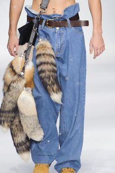 Paper bag waist jeans - Moschino Fall/Winter 2015-16