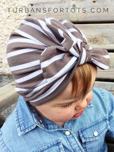 Te mostramos de un modo sencillo como hacer turbantes para bebes en diferentes materiales como tela y tejido a crochet, para que ellas se vean hermosas.
