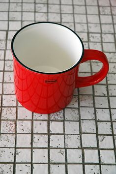 Tea/Coffee mug   ceramic enamel-look   scarlet red  #cabanaz #capventure #dutchdesign #product #teamug #coffeemug #ceramic #enamellook