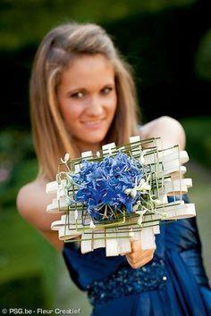 Unusual Bouquets for a stylish wedding ceromony Hand Bouquet, Blue Bouquet, Floral Bouquets, Wedding Bouquets, Modern Wedding Flowers, Prom Flowers, Floral Wedding, Art Floral, Floral Design