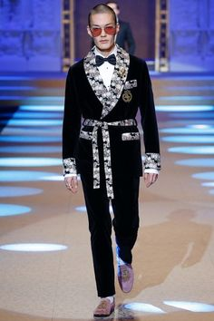See the complete Dolce & Gabbana Fall 2018 Menswear collection.