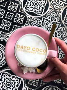 DAYOs Top 5 Kaffee Spots auf Bali Bastians Pick & Daniels Choice  #dayococo #finecoconutgoods #vegan #organic #welovecoco #coconut #organicproducts #coconutoil #healthy #surfin #naturalproducts #blog #kokosöl #quote #bali #hawaii #australia #coconutoilbenefits #fitfood #skincare Bali, Benefits Of Coconut Oil, Hawaii, Skincare, Australia, Quote, Organic, Vegan, Healthy