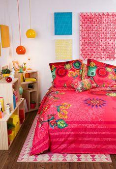 Era pra ser uma vitrine dos produtos de cama da marca espanhola Desigual. Mas pra mim virou uma empolgação diante das sugestões criativas e adaptáveis pra decor. Conheci a Desigual na Europa espalh…