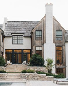 Crushin hard on this exterior. I love the exterior material mix! Café Exterior, Design Exterior, Dream House Exterior, House Ideas Exterior, Home Styles Exterior, Interior Design, Future House, My House, Style At Home