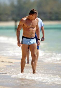 The Daniel Craig Fixation Rachel Weisz, Actors Male, Hot Actors, Daniel Craig James Bond, Daniel Craig Suit, Daniel Graig, James Bond Movies, Hottest Male Celebrities, Famous Men