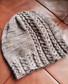 Ravelry: Project Gallery for Tupelo Slouch pattern by Sara Gresbach - MooiPic Yarn Projects, Knitting Projects, Crochet Projects, Wooly Hats, Knitted Hats, Knitting Patterns, Crochet Patterns, Knit Crochet, Crochet Hats