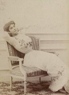 Vintage Photos Women, Vintage Photographs, Portraits, Bnf, Edwardian Fashion, Belle Epoque, Hourglass, Corsets, Victorian