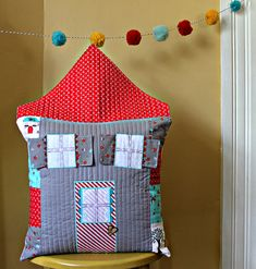 A Quilted House Pillow { Tutorial } : :