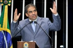 http://congressoemfoco.uol.com.br/noticias/senadores-violam-regra-e-montam-supergabinetes/