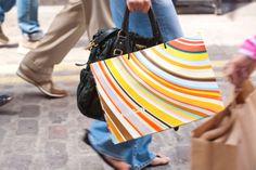 Lontoo on tulvillaan ostosmahdollisuuksia. Kaupungissa on useita suuria tavarataloja, kuten Harrod´s, Marks & Spencer ja Debenhams. Markkinoita ja second hand –kauppoja löytyy eri puolilta kaupunkia. Parhaaseen ostosalueeseen kuuluvat esim. Oxford Street, Kensington High Street ja Regent Street.  #London #Lontoo #kaupunkiloma #Tjäreborg