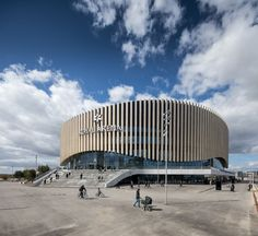 Read The Danish architecture firm has designed Royal Arena in Copenhagen a venue for international sporting events and concerts that opened a few weeks ago with Stadium Architecture, Cultural Architecture, Amazing Architecture, Contemporary Architecture, Architecture Design, Public Architecture, Architecture Visualization, Circular Buildings, Modern Buildings