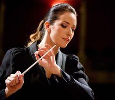 Si eres amante de la música clásica, no puedes dejar de escuchar a la mejor directora de orquesta de México, Alondra de la Parra con la Orquesta Filarmónica de Jalisco