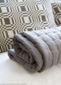 Edbladin Pench Pad kiepsahtaa kauniisti sängyn päätyyn tai kietoutuu kätevästi, vaikka retkelle mukaan. ♥︎  http://maijanmaailma.fi/tyynyja-valtavia-dyyneja/