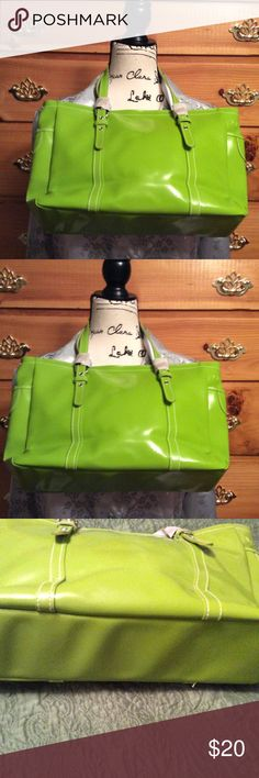 Bright green Shoulder bag This is such a cute green bag. I just love the color of it. It is new although there are no tags. The handles are wrapped in paper so that tells me it is new. 15 high x 15 wide. The height is from top of handle. There is a pocket on each end. It snaps closed and the handles are adjustable. Awesome bag. matrix Bags Shoulder Bags