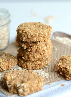 4 ingredient Oatmeal PB cookie // 2 ripe bananas (270 g), mashed 1/2 cup (125 g) unsweetened applesauce 2 cups (160 g) quick oats 8 tbsp (48 g) powdered peanut butter