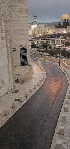 Jerusalem - I've traversed this street trying 2 find a cabstop not immediately outside kotel security. what an incline!
