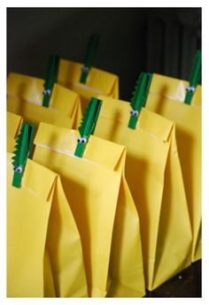 http://cookiemag.typepad.com/magazine__nesting/images/2009/05/04/crocodilegoodybags.jpg