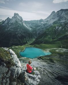 "Gefällt 13.8 Tsd. Mal, 165 Kommentare - max muench | @germanroamers (@muenchmax) auf Instagram: ""Imagine an alpine hike in the burning sun for seven hours – would you still sit here or jump in?…"""