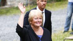 TILBAKE:  Tidligere statsminister Gro Harlem Brundtland syntes det var både godt og vondt å være på Utøya igjen i dag i forbindelse med minnemarkeringen etter terroraksjonene 22. juli 2011.  Foto: Heiko Junge / NTB scanpix