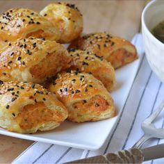Ellouisa: Kipgehaktrol Snacks, Tapas, Om, Good Food, Favorite Recipes, Meat, Drinks, Cooking, Drinking