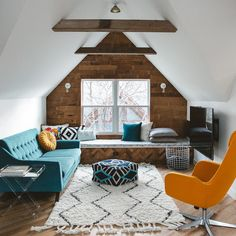 Amazing and Unique Tricks Can Change Your Life: Large Attic Remodel attic loft lighting.Attic Loft Awesome old attic ideas.Old Attic Photography. Decor, Room Design, Interior, Family Room Design, Family Living Rooms, Home Decor, Attic Rooms, House Interior, Interior Design