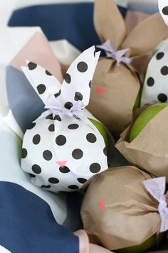Bunnies are the simple (and cute) mascot for Spring, and they inspire these fun fruit bags. They're made from paper bags and will instantly liven up lunch time fruits and veggies. Place a basket out at brunch and your guests will be instantly drawn to the tied ears, colorful nose and sweet peak of fruit …