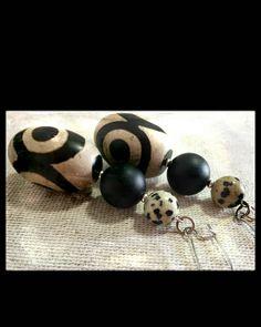 Orecchini pendenti, orecchini etnici,orecchini diaspro, bianco e nero,glamour, agata tibetana, pietra lavica satinata, sicilia, gioiello di LesJoliesDePanPan su Etsy