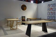 Elegantes Design | Massivholz Esstisch - Massivholz-Design Metal Furniture, Furniture Design, Wood And Metal, Solid Wood, Design Tisch, Elegant, Exhibitions, Designer, Desk