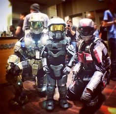 PAX Prime 2012 - Halo Mini Master Chief Cosplay parenting done right Halo Cosplay, Best Cosplay, Awesome Cosplay, Master Chief Cosplay, Halo Party, Armadura Cosplay, Halo Armor, Xbox, Halo Master Chief