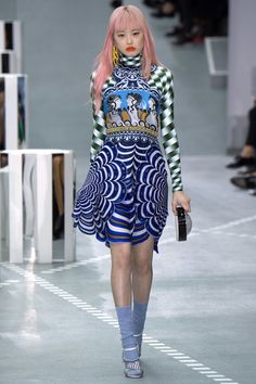 See all the Collection photos from Mary Katrantzou Spring/Summer 2017 Ready-To-Wear now on British Vogue Runway Fashion Looks, Catwalk Fashion, Fashion 2017, Spring Fashion, High Fashion, Fashion Show, Fashion Design, London Fashion, Fashion Weeks