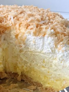 Coconut cream pie with a cheesecake twist. Easy and simple thanks to the coconut pudding mix, Nilla wafer crust, and it's a no bake pie. Coconut Cheesecake, Pie Coconut, Cheesecake Recipes, Easy Coconut Cream Pie, Coconut Creek, No Bake Desserts, Easy Desserts, Dessert Recipes, Lemon Desserts