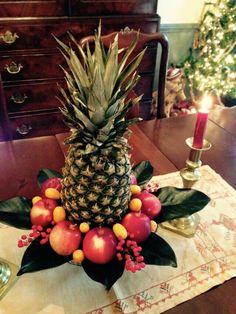 Pineapple center piece Christmas Floral Arrangements, Christmas Greenery, Christmas Flowers, Natural Christmas, Christmas Deco, Homemade Christmas, Christmas Holidays, Christmas Wreaths, Christmas Crafts
