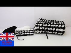 """Crochet Tutorial: How to crochet a scarf with the """"Puff Stich""""-Technique – Black and White winter Crochet Potholders, Crochet Stitches, Knitting Patterns, Crochet Patterns, Border Embroidery Designs, Loom Bands, Rainbow Loom, Crochet Videos, Mosaic Patterns"""