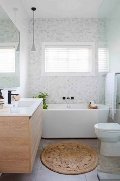 49 Getting the Best Bathroom Design Ideas with Tub #bestbathroomdesign #bathroomdesign #bathroomwithtub ~ Ideas for House Renovations