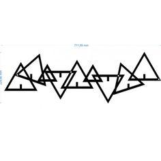 Wieszak metalowy na ubrania DELTA producenta FLOXXY to zaprojektowane rozproszone trójkąty równoboczne. Kolejny wieszak metalowy przedstawiający figury geometryczne o różnych wielkościach. Nowoczesny wieszak, bardzo solidnie wykonany, pomalowany proszkowo