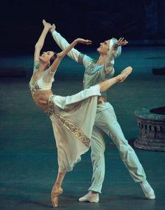 Svetlana Zakharova and Vladislav Lantratov - La Bayadere - Bolshoi Ballet - Photographer: Bolshoi Theatre, Bolshoi Ballet, Dance Photos, Dance Pictures, Ballet Photos, Ballet Class, Ballet Dancers, Ballet Theater, Musical Theatre