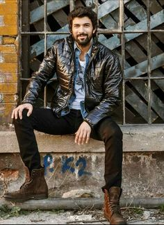Discover images and videos about Engin Akyürek from all over the world on We Heart It. Turkish Men, Turkish Actors, Moda Casual, Actrices Hollywood, Motorcycle Style, Poses, Black Love, Best Actor, Perfect Man