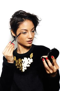 5 products, 7 super-foxy makeup looks!