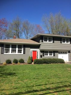 Ideas exterior house colors brown ranch benjamin moore for 2019 Exterior Wall Design, Exterior House Siding, Best Exterior Paint, Exterior Stairs, Exterior Paint Colors For House, Grey Exterior, Modern Farmhouse Exterior, Paint Colors For Home, Paint Colours