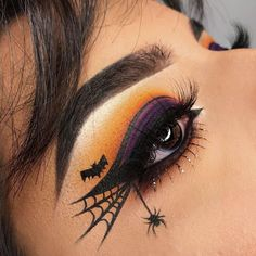 Halloween Make-up, Halloween Spiderweb Eyeliner Tutorial, Halloween Make-up Videos Halloween Makeup Videos, Creepy Halloween Makeup, Halloween Zombie, Halloween Makeup Looks, Halloween Party, Halloween Eyeshadow, Scary Halloween, Halloween Halloween, Couple Halloween